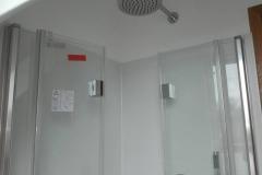 Rainshower-Dusche-Glaswand-Installation-SHG