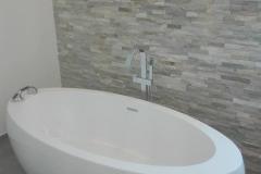 frei-stehende-Badewanne-weiß-SHG-Stetten